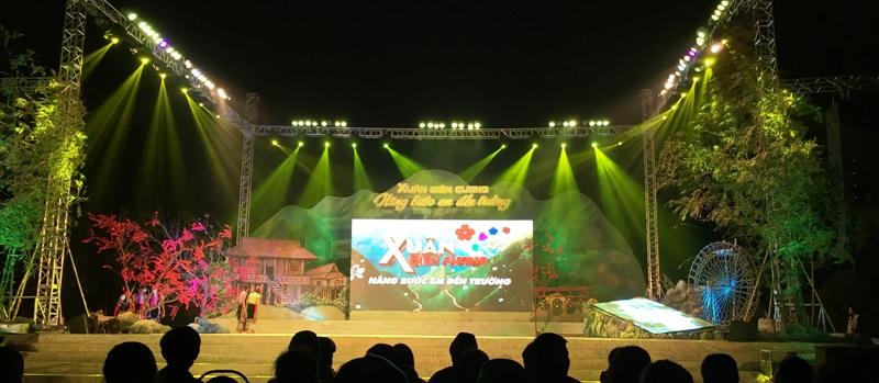 Sân khấu vứng chắc, thiết kế và giàn dựng bắt mắt chính là linh hồn của sự kiện